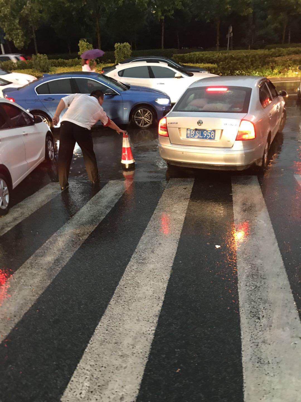 青岛6月13日17时遭遇极端强对流天气:狂风暴雨夹杂着冰雹